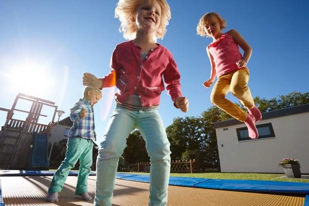 Paulina, Charlotte und Till am Spielen