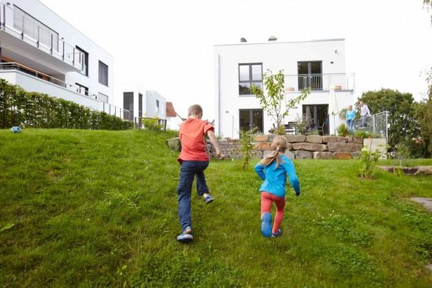 Unternehmungslustige Kinder in Aktion: Hier zu wohnen und aufzuwachsen ist einfach toll!