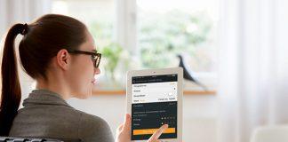 Smart Kitchen: Neben Programmauswahl, Programmstart und Statusanzeige informiert er seine Besitzer per App, wenn Tabs, Klarspüler oder Regeneriersalz zur Neige gehen und ermöglicht gleichzeitig eine komfortable Online-Nachbestellung.