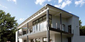 Eine Einliegerwohnung im Keller ermöglicht barrierefreies Wohnen im Eigenheim bis ins hohe Alter. (Foto: FingerHaus)