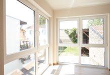 Schallschutzfenster erhöhen in Städten den Wohnkomfort. (Foto: FingerHaus)