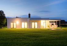 Ein Bungalow im Grünen bietet dauerhaft hohen Wohnkomfort. (Foto: FingerHaus)