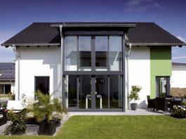 Fenster und –Fenstertüren mit Dreifachverglasung sind bei FingerHaus im Standard. (Foto: FingerHaus)