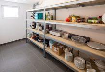 Stauraum im Fertigkeller entlastet die oberen Stockwerke und erhöht den Wohnkomfort der Baufamilie. (Foto: FingerHaus)