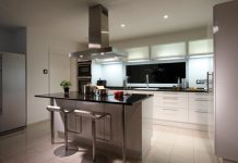 Moderne Technik in der Küche erleichtert die Arbeitsabläufe (Foto: FingerHaus)
