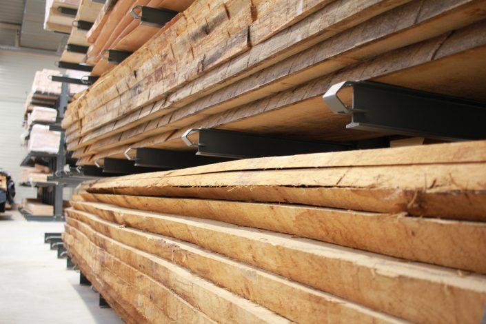 Holzbohlen aus kammergetrockneten Vollholz