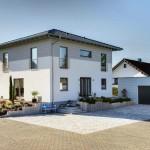 Stadtvilla BRAVUR 400: Hauseingang mit Garage