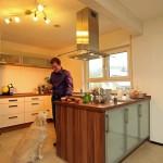 Effizienzhaus VIO 200: Küche mit Kochinsel