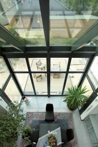 Blick von Galerie auf Essbereich