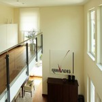 Galerie mit Blick auf das Wohnzimmer