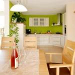 Esszimmer und Küche im frei geplanten Fertighaus