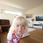 Tochter im Wohnzimmer