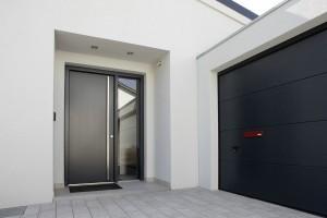 Moderner Eingangsbereich eines Bauhauses Foto: FingerHaus