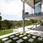 Terrasse und umlaufender Balkon mit Blick ins Grüne