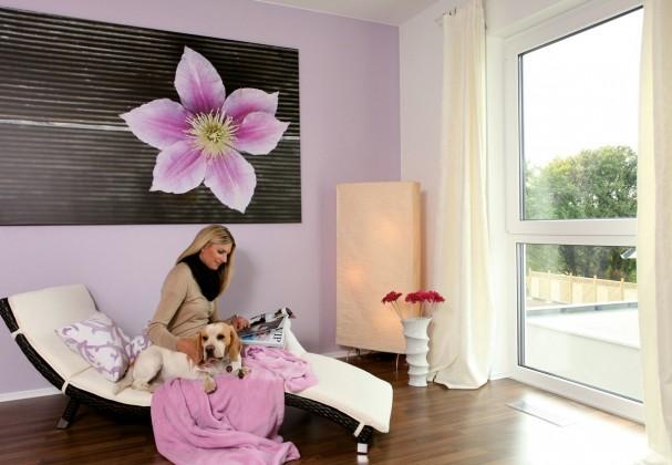 Wellnesszimmer mit Frau Hartmann und Hund