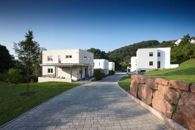Tolle Lage, zeitlos-moderne Architektur: Alle Häuser des kleinen Neubaugebiets sind von FingerHaus gebaut.