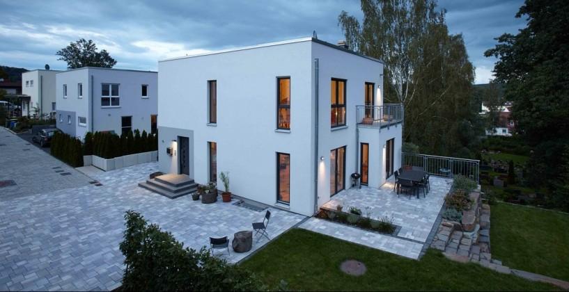 """""""Klare Linie"""" mit individuellen Akzenten: Das Haus der Familie Wegener im Bauhaus-Stil. (Foto: FingerHaus)"""