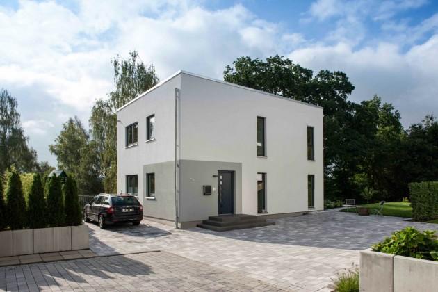 """""""Klare Linie"""" mit individuellen Akzenten: Das Haus der Familie Wegener im Bauhaus-Stil."""