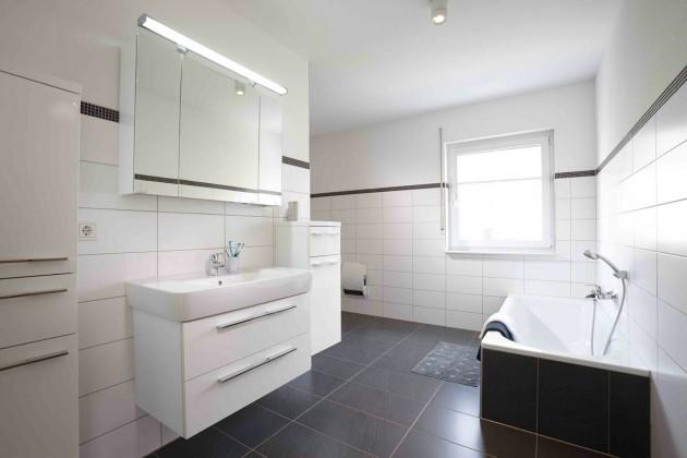 Ein Bad ohne Extravaganzen, aber mit Stil und viel Platz.