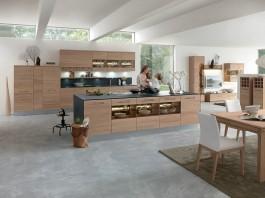 """""""Massivholz verleiht Küchen einen modernen wohnlichen Charakter."""" Foto: IPM/Decker"""