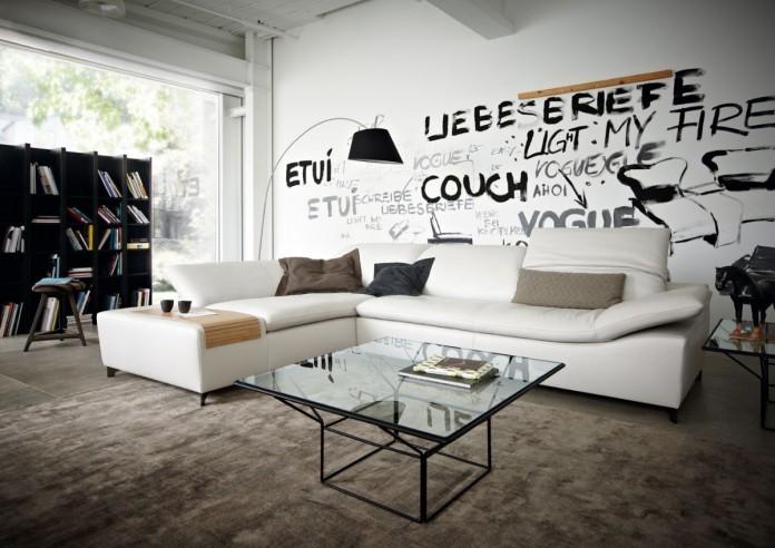 Das gemütliche Wohnzimmer mit individueller Wandbemalung. Foto: VDM/Koinor