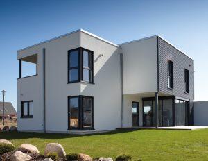 Fenstereckelemente sind architektonische Highlights. (Foto: FingerHaus)