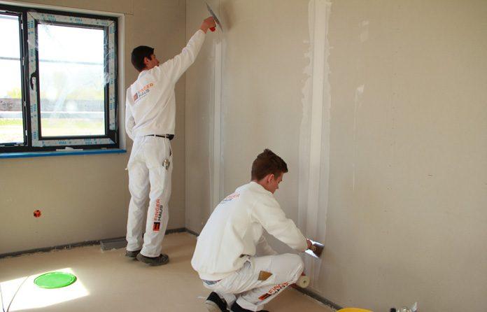 Bei einem schlüsselfertigen Haus werden nahezu alle Arbeiten vom Hersteller ausgeführt. (Foto: FingerHaus)