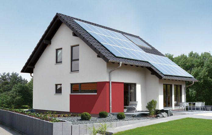Jedes fünfte neue Fertighaus wird mit einer Photovoltaikanlage ausgestattet. (Foto: FingerHaus)