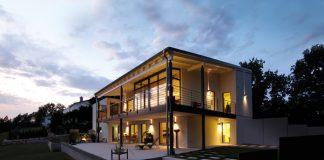 Große Fensterflächen für helle Wohnwelten. (Foto: FingerHaus)