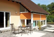 """""""Nicht kleine Fenster sind die Lösung, sondern große mit passendem Sonnenschutz"""". (Foto: FingerHaus)"""