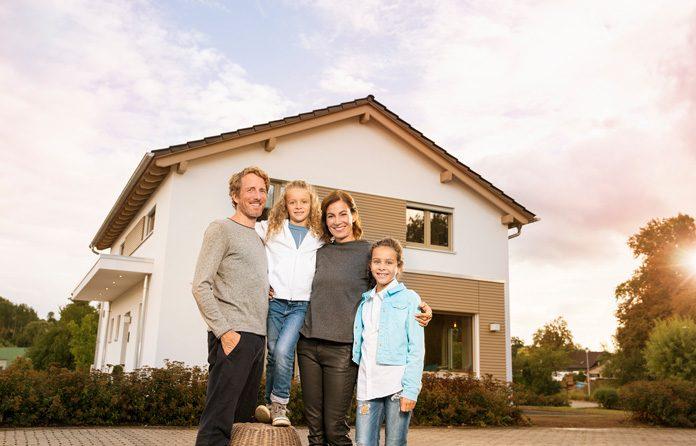 Fertighaus-Bauherren schätzen die Einfachheit des Bauens und das individuelle Planen ihres Hauses. (Foto: FingerHaus)
