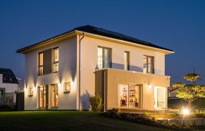 Hausplanung: Moderne Fertighäuser werden individuell geplant. (Foto: FingerHaus)