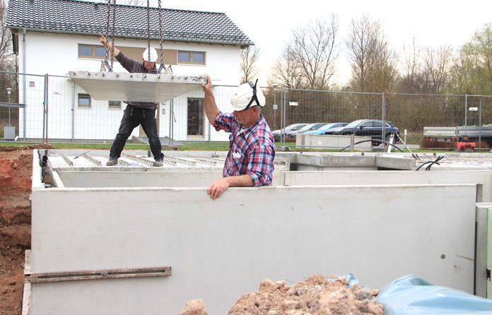 Fertigkeller: Mit Hilfe vom Fachmann wird der Haus- und Kellerbau komfortabler und sicherer. (Foto: FingerHaus)