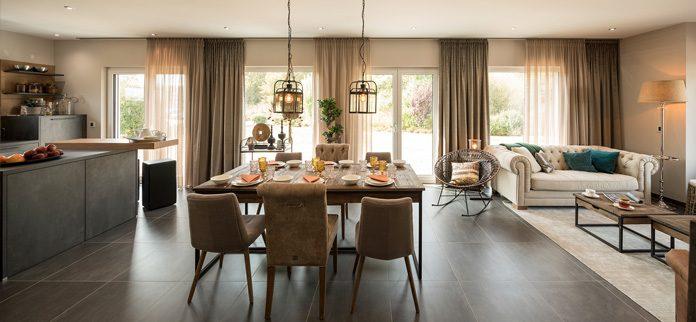 Heutzutage lässt sich jeder Raum unabhängig von der Lage im Haus mit Tageslicht erhellen. (Foto: FingerHaus)