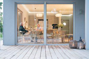Urlaub daheim: Lutz und Ilka Lehmann können in ihren neuen vier Wänden so richtig die Seele baumeln lassen und haben sich damit ihren eigenen Ruhepol geschaffen. (Foto: FingerHaus)