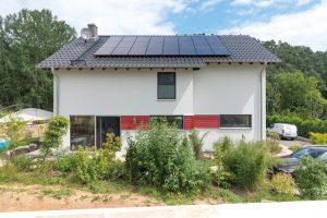 Neben der Pflicht, eine Photovoltaikanlage zu installieren war auch eine Zisterne gefordert. (Foto: FingerHaus)